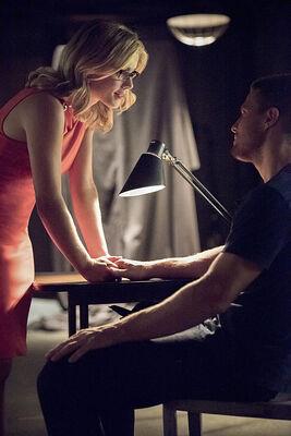 Arrow-season-3-premiere-rickards