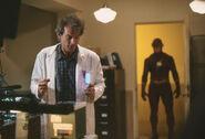 1990-The-Flash-Season-1-Episode-187102-3
