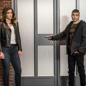 16.Arrow-Divided-Dinah Drake et Rene Ramirez.jpg
