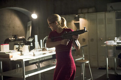 Arrow-season-4-restoration-gun-felicity