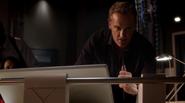 Henry Allen help team Flash in S.T.A.R. Labs (3)