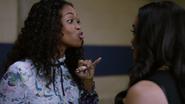 Anissa decyduje się kryć Jennifer i fakt, że ta poszła na imprezę (2)