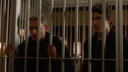 Ray Palmer and Leonard Snart quarrel and were caught (7)