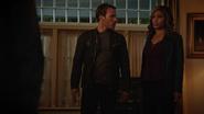 Kendra Saunders and completly Team Heroes fight in Vandal Savage (1)