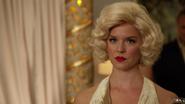 Charlie como Marilyn Monroe