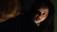 Constantine odprawia egzorcyzm na Emily w Star City (2)