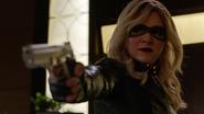 Evelyn Sharp aka Black Canary want kill Ruve Adams (13)