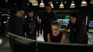 Team Green Arrow and Cisco find friends in space (2)