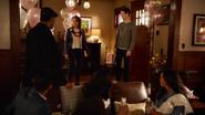 Nora Allen przedstawia się drużynie Flasha, jako córka Barry'ego