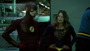 Tean Green Arrow with Flash and Supergirl Cyberwoman (13)