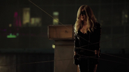 The Canary caught by Arrow (3)