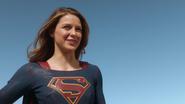 Supergirl say goodbye The Flash (1)