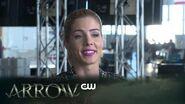 Arrow Heroes v Aliens - Behind The Scenes The CW