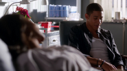 Wally West and Iris West talk in hospital (5)