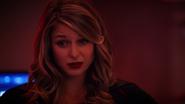 Overgirl rozmawia z Supergirl przed operacją (2)