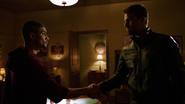 Oliver dziękuje Rene za pomoc w sądzie