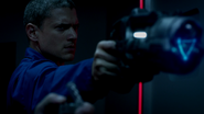 Leonard Snart and Lewis Snart robbery (3)