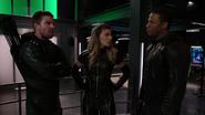 Team Green Arrow attack Black Siren (7)