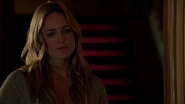 Sara Lance in residence family Queens (2)