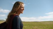 Supergirl say goodbye The Flash (2)