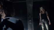 Sara Lance meets again Oliver Queen in Amazo