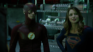 Tean Green Arrow with Flash and Supergirl Cyberwoman (12)