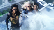 Killer Frost zabiera Zari i Amayę na statek wroga