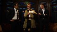 Constantine, Sharpe i Green starają się namierzyć Sarę Lance (1)