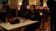 Tajemnicza dziewczyna opłaca rachunek Ralpha i Cisco (2)