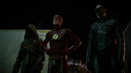Tean Green Arrow with Flash and Supergirl Cyberwoman (2)