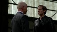 Eobard Thawne catch Damien Darhk in Time Travel (3)