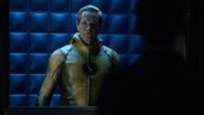 Eobard Thawne talk Cisco Ramon, Barry Allen and Harrison Wells (4)
