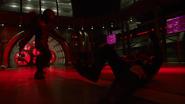 Dark Arrow pokonuje bohaterów w S.T.A.R. Labs (4)