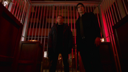 Ray Palmer and Leonard Snart quarrel and were caught (4)