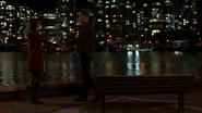 Vincent romansuje z Dinah nad rzeką (4)