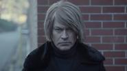 Damien Darhk przygotowuje się do zabicia doktora Vogyla (3)
