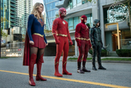 Kara, Oliver, Barry e Flash