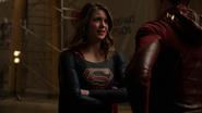 Supergirl trust Barry (2)
