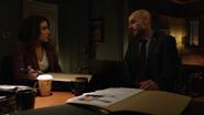 Dinah i Quentin wpsółpracują, aby odnaleźć skorumpowanych policjantów