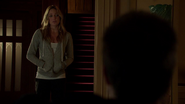 Sara Lance in residence family Queens (1)