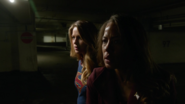 Supergirl com a Senadora Crane