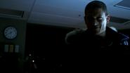 Leonard Snart freeze Flash in DZKCC (2)