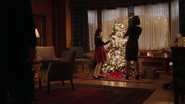 Damien Darhk, his wife and daughter in Christmas (1)
