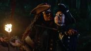 Okrutna kapitan Jiwe grozi Eleanor