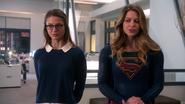 Kara e Supergirl