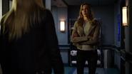 Sara Lance poznaje Laurel z Ziemi-2