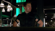 Oliver Queen resuce Atom in ArrowCave (2)