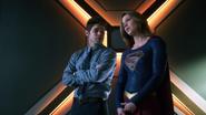 Supergirl and Winn in D.E.O (1)