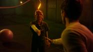 Allen stara się uratować Becky Sharpe