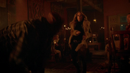 Sara Lance fight in bar in Tybet (4)
